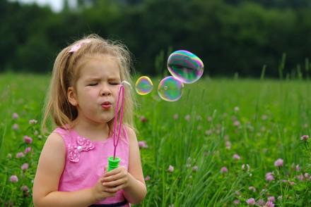 resort-girl-bubbles-1